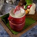料理メニュー写真ローストビーフとグリル野菜のチーズフォンデュ[バケット付]