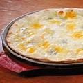 """料理メニュー写真4種チーズにはちみつを添えて""""クワトロフォルマッジョ"""""""