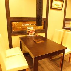 4名様用テーブル席です♪同僚やご友人とのランチやファミリーにオススメです。