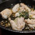 料理メニュー写真肉付きナンコツのアヒージョ