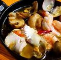 料理メニュー写真瀬戸内魚介とマッシュルームのご馳走アヒージョ