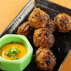 料理メニュー写真桜姫鶏のつくね串 黄味とともに