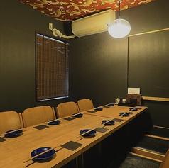 会社の同僚達との飲み会やご家族でのお食事にぴったりな完全個室席です。周りを気にせず、存分に宴会をお楽しみください。少しカジュアルな接待や会食にも最適。