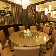広々とした円卓席は1卓で最大11名様までご着席いただけます。