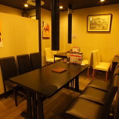 6名様用テーブル席です♪同僚やご友人とワイワイ焼肉宴会にオススメです。