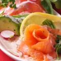 料理メニュー写真サーモンカルパッチョ…490円