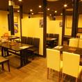 6名様用・4名様用のテーブル席はレイアウト変更もOK♪同僚やご友人とワイワイ焼肉宴会にオススメです。
