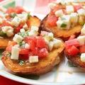 料理メニュー写真トマトとモッツァレラのブルスケッタ