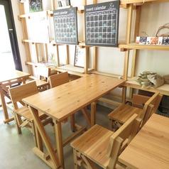 テーブル4名様席は2卓ご用意ございます。