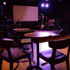 ~ステージ前テーブル席~ステージの目の前で、臨場感を楽しめます♪