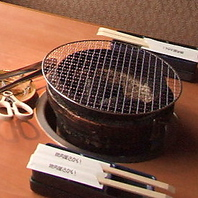 炭火で食べる本格焼肉!