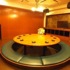 《焼肉・宴会・飲み放題…》円卓掘りごたつ!アットホームな宴会なんていかがでしょうか?学生さんも大喜びの個室です。カラオケ×宴会 盛り上がること間違いなし☆