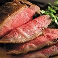 料理長が自信をもって目利きし厳選したお肉は他では味わえない逸品。柔らかな肉質と溢れ出る肉汁、口の中に広がる旨味に思わず笑みがこぼれるほど◎ゆったり寛げる個室席で至福のお時間をお過ごしください。