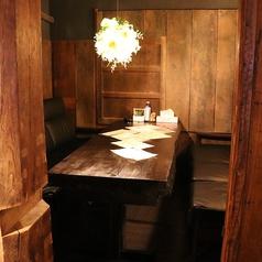 1Fカウンター後ろにある半個室のソファー席