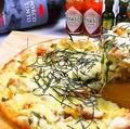 料理メニュー写真たっぷりチーズの照り焼きチキンピザ