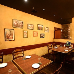 壁際テーブル席4名×4卓、16名様までご利用頂けます。飲み放題付きコースは複数ご用意しております。クーポンを使えば4,000円~ビアスタオリジナルコースが楽しめますよ!人気のお肉もがっつり♪