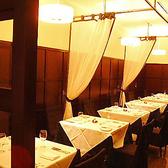 店内は、シーンに合わせて「カーテンで仕切れる個室風テーブル席」「大理石のバーカウンター」「人気の個室」があり、落ち着いた雰囲気はまさに銀座の大人の隠れ家。
