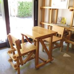 テーブル2名様席は4卓ご用意ございます。