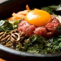 料理メニュー写真石焼ビビンパ/豚キムチ石焼ビビンパ