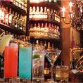 天井まで届きそうなボトル棚!様々なお酒をご用意しています。