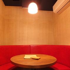 淡い光の中で語り合う時間は二人を近づける【横浜西口/居酒屋/宴会/女子会】