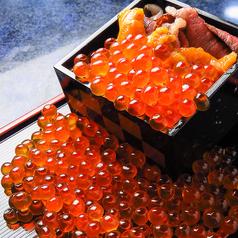 いくらと雲丹のこぼれ升寿司