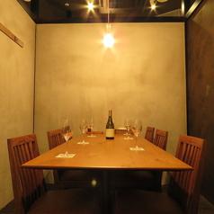 お洒落なテーブル席は女子会やママ会も◎