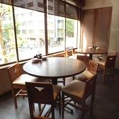 【4~5名様向け】 窓の外を眺めながら、ゆっくりお食事を楽しめます☆解放感たっぷりのお席です。