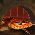 【ナポリピッツァができるまで】窯の床面にて直焼き。