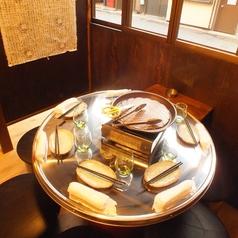 【半個室のテーブル席】少人数でじっくり楽しめる♪半個室席は人気の為、早めのご予約がオススメです。