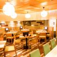 開放的な空間でお食事をお楽しみください。※画像は系列店です。