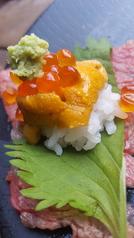 料理メニュー写真村上牛×生ウニ×新潟コシヒカリでウニ牛寿司