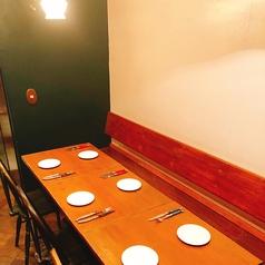ゆったり座れるテーブル席が充実しているので、女子会やパーティーはもちろん、カップルでのご利用や家族連れなども大歓迎♪シックな雰囲気を楽しんでいってください★