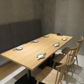 広々テーブル席で自慢のコース料理を♪少人数から大人数まで対応できます!ゆったり落ち着いた空間となっておりますので、接待や仲のご友人とのお食事、各種宴会にもご利用して頂けます◎皆様のご利用心よりお待ちしております♪