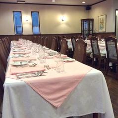 大人数でのご利用の際は、大きいお部屋にご案内が可能です。お写真のお席は30名様程でのご利用の場合となります。