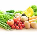 ふんだんに使用する野菜は全国のこだわり農家から、とろさばの漁猟地・東北から特産のりんごやにんにくとともに、旬の野菜を直送で仕入れています。鯖の美味しさと効果効能を引き立てる、野菜とのマリアージュをご堪能ください。