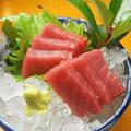 料理メニュー写真マグロ赤身刺/イカ刺/しめサバ刺/イクラ/シマアジ刺/ハマチ刺