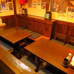 【半個室/テーブル:10名席(4卓)】6名席と4名席にもなる使いやすさ◎の半個室テーブル席。宴会・一次会・二次会・同窓会・歓送迎会などにどうぞ♪