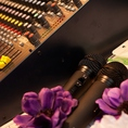 司会台・音響・マイクの設備も完備。