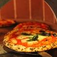 【ナポリピッツァができるまで】焼き上がりまで1分少々。表面はカリッとして、内側はふんわり。