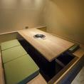 【完全個室】6名様まで使用できるテーブル席タイプの完全個室です。6名様でご利用いただける完全個室はこちらの個室も含めて全部で3部屋となっております(テーブル個室2つ・掘りごたつ個室1つ)