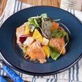 料理メニュー写真サーモンとオレンジのカルパッチョサラダ
