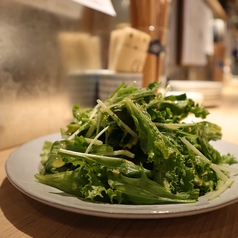 シンプルなグリーンサラダ ビネグレッドドレッシング