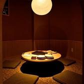 お食事も雰囲気を大事にしたい方は、是非弐玖の個室をご利用ください。大人気の円卓個室は、親しいご友人としっとり呑むにも、家族とゆったり過ごすにもおすすめの、雰囲気抜群なお部屋です。大人のデートにはカップル個室がおすすめ!様々なシーンに適応した個室をご用意してお待ちしております。