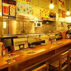 【カウンター席】目の前で料理を見ながら調理人の生の声が聴ける、テーブル席とは一味違ったカウンターならではの醍醐味。荻窪デートのお食事に、会社帰りのちょい飲みに、8席限定のカウンターテーブルで普段とはちょっと違ったお食事をお楽しみください。