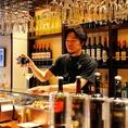 1階は当店人気のカウンター席をご用意♪『ワインの品揃えが自慢』ソムリエが厳選したシチリアワインが80種類あります。軽く1杯飲みたい時や、買い物帰り、デートのご使用にも◎居心地の良い店内で美味しいお酒と料理を堪能してくださいませ。【銀座 イタリアン料理 女子会 デート 記念日 誕生日 貸切 バル】