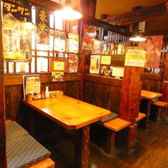 【テーブル:4名席(6卓)】長年、地元東白楽で地域密着型で長年やってきた居酒屋なので、ご家族・カップル・友人同士の飲み会などにおススメです。