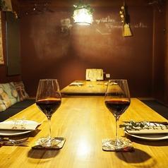 まるでお家でくつろいでいるような居心地の良いお座敷席は、アットホームな宴会にオススメです◎ご利用人数に合わせてテーブルのセッティングが可能!組数によって、完全個室としてもご利用いただけます。ご宴会にピッタリのコースや飲み放題もご用意しておりますので、日程や人数等、店舗までお気軽にご相談下さいませ!