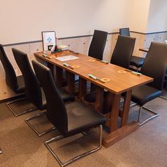 6名様でご利用いただけるテーブル席です