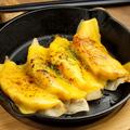 料理メニュー写真炙りチェダーチーズ焼き餃子